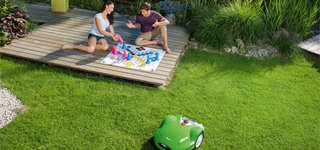 Série MI 6 Les robots de tonte iMow de la série MI 6 tondent de grandes superficies jusqu'à 4000m² de manière entièrement automatique, offrant une pelouse parfaitement entretenue en seulement quelques heures. (MI 632 et MI 632 P)